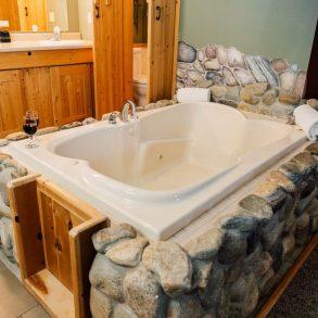 Nason Suite Bathtub