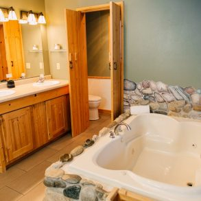 Bathroom in the Nason Suite at Pine River Ranch