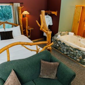 Bed and Bath in Natapoc Suite at Pine River Ranch