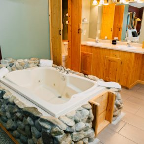 Tub in Natapoc Suite at Pine River Ranch