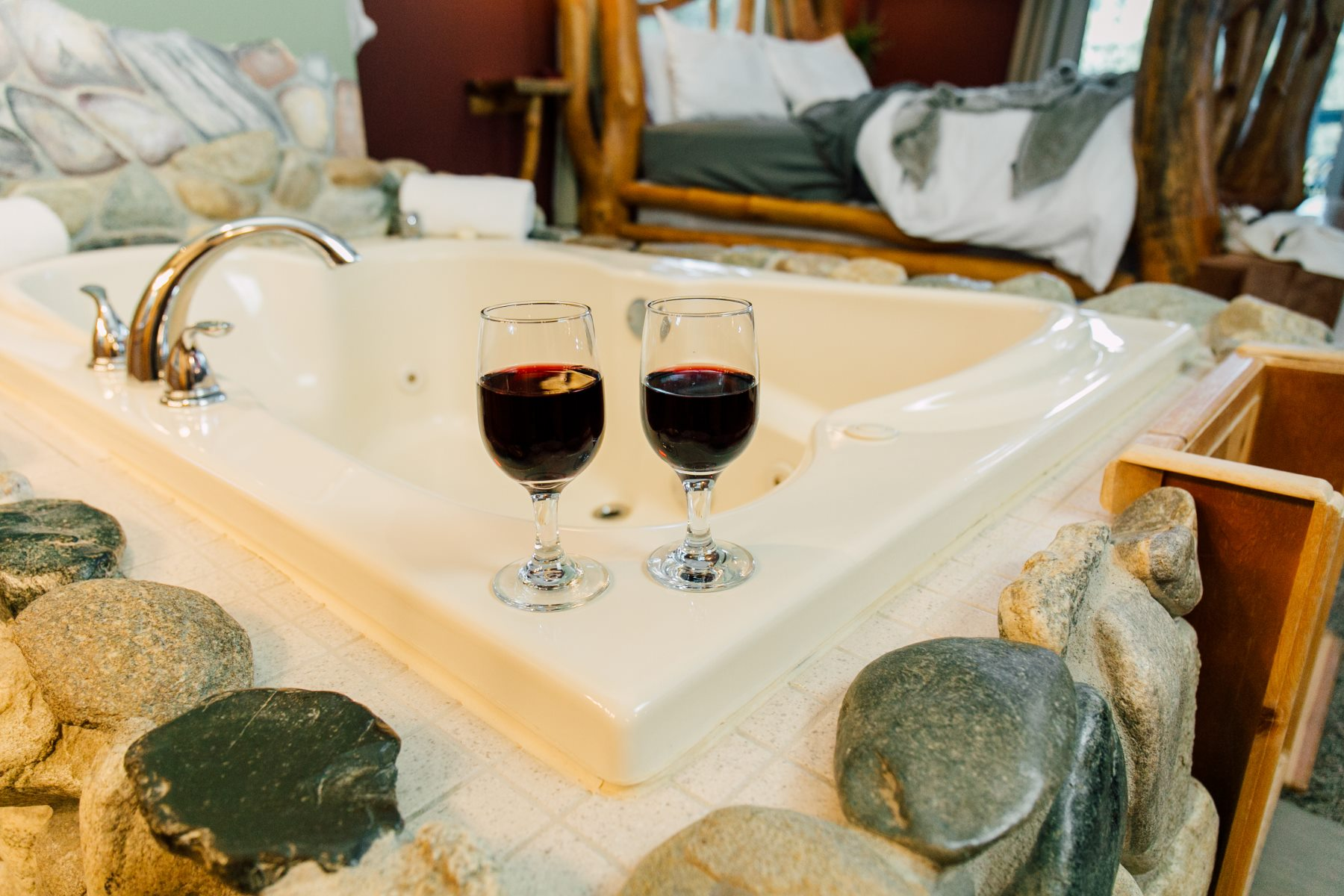 nason suite tub with wine glasses